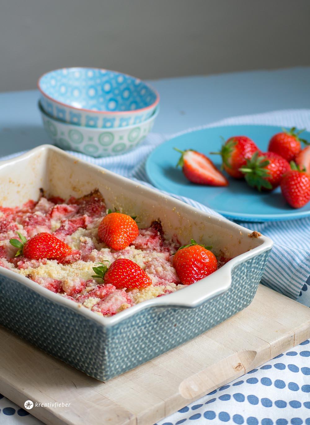 Erbeercrumble strawberry crumble mit Eis