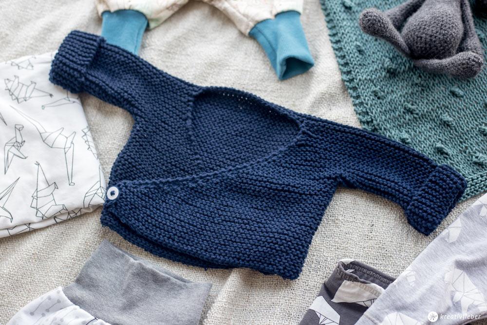 DIY Babykleidung selbernähen und stricken - Wickelcardigan für Babys stricken - Geschenkidee zur Geburt
