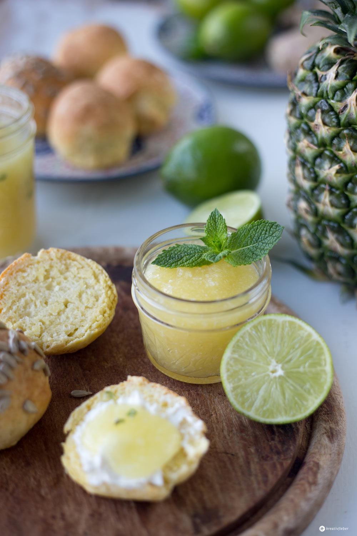 Limetten-Ananas-Konfitüre mit Kokos, Ingwer und Minze - leckeres Marmeladenrezept mit Zitrusfrüchten