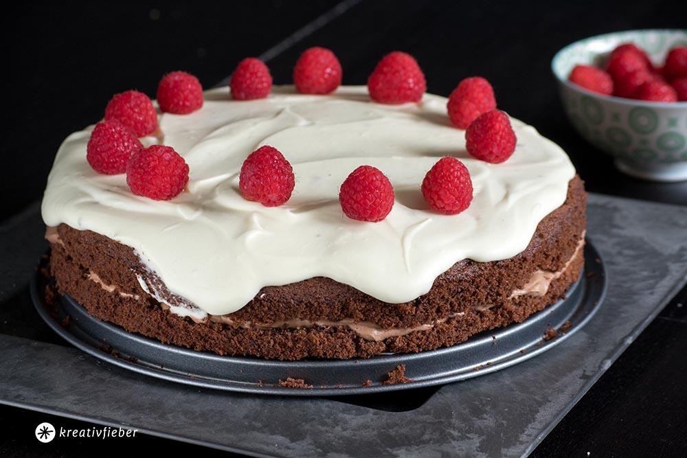 Schokoladenmoussetorte mit heller und dunkler Schokoladenmousse