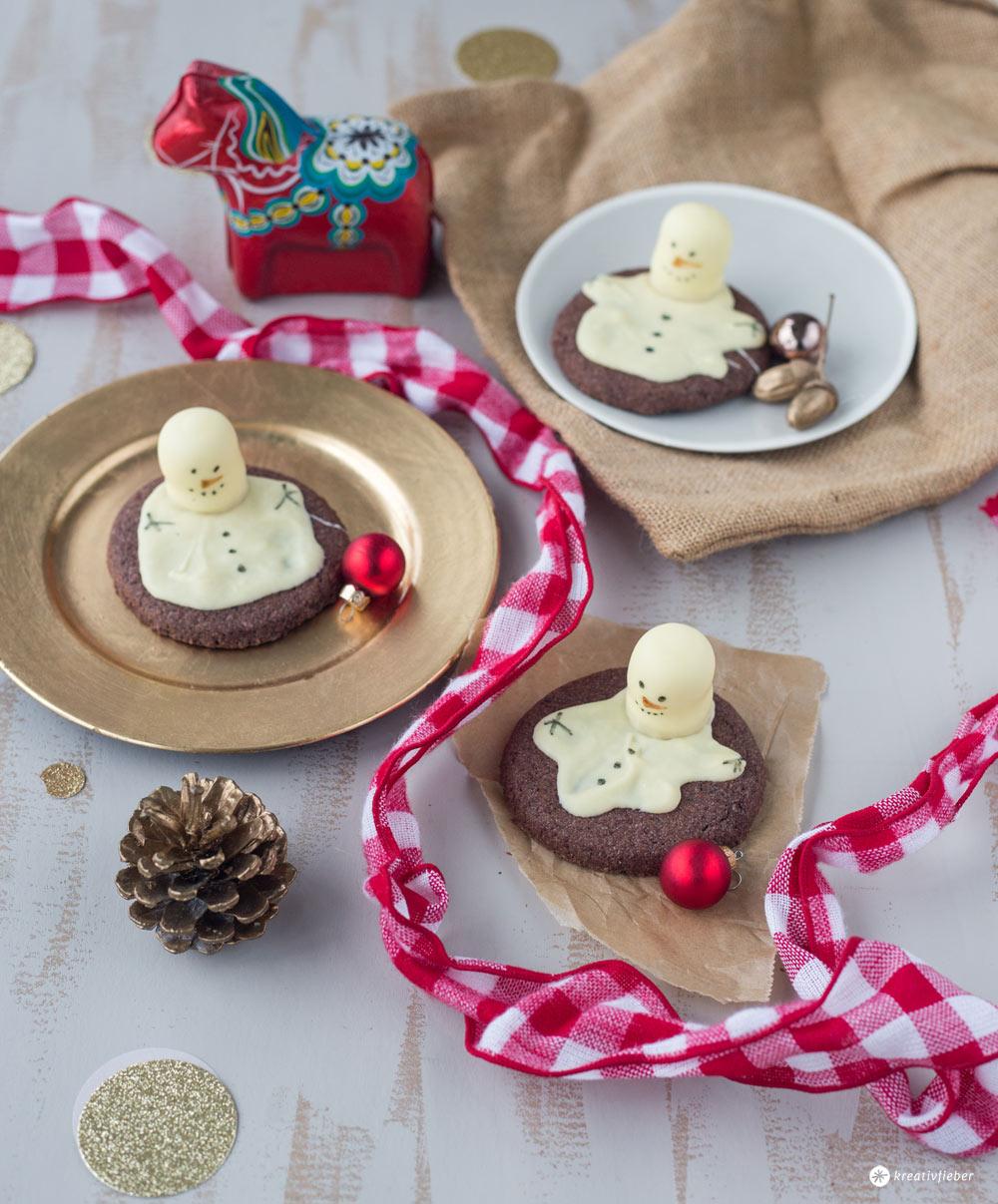 Schneemannkekse mit Schokoküssen backen - melting snowman cookies selbermachen