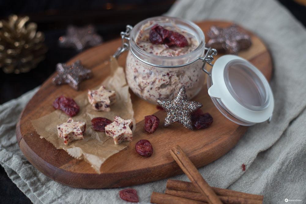 Weihnachtsfrühstück - Cranberry Butter mit Zimt und Spekulatius - Last Minute DIY Geschenke aus der Küche