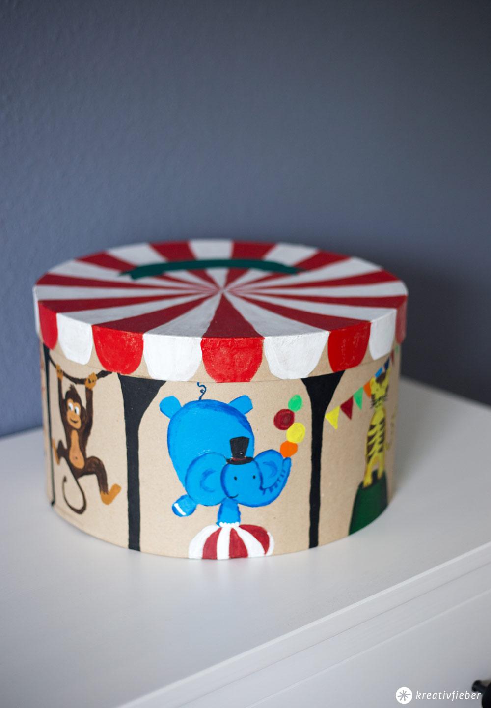 DIY Zirkus Schachtel fürs Kinderzimmer - Mehr Ordung im Kinderzimmer - Zirkusschachtel zum Spielen - DIY Ideen für Kinder