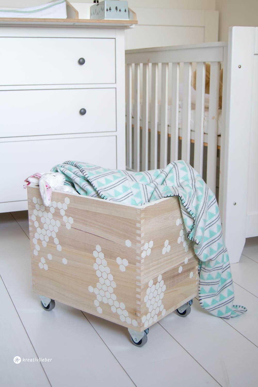 diy spielzeugkiste auf r dern. Black Bedroom Furniture Sets. Home Design Ideas