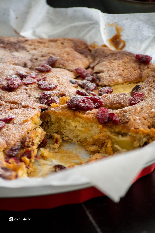 Apfelkuchen mit Feigen und Cranberry