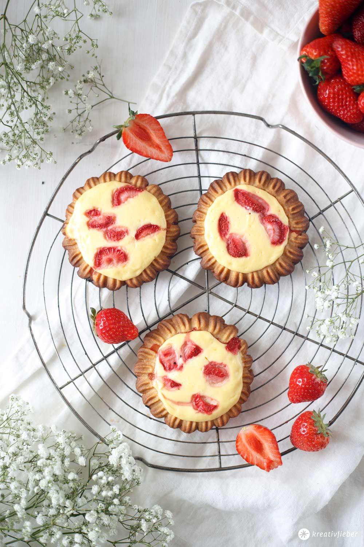 Erdbeer-Vanillequark-Hörnchen - fünf Minuten Rezept fürs Frühstück - Alternative Erdbeer-Vanillequark Tartelettes