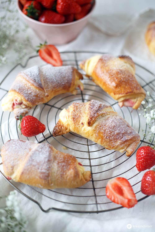 Erdbeer-Vanillequark-Hörnchen - fünf Minuten Rezept fürs Frühstück