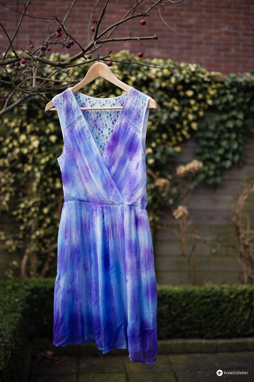 DIY Kleid Upcycling mit Seidenfarbe