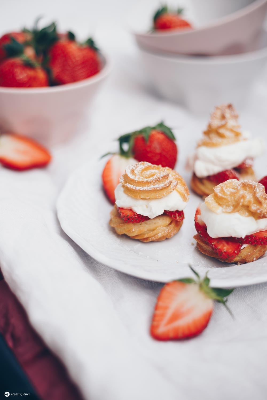 Windbeutel mit Erdbeeren und Vanillesahne - leckeres Erdbeerrezept - Kreativfieber