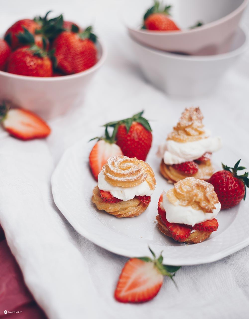 Windbeutel mit Erdbeeren und Vanillesahne