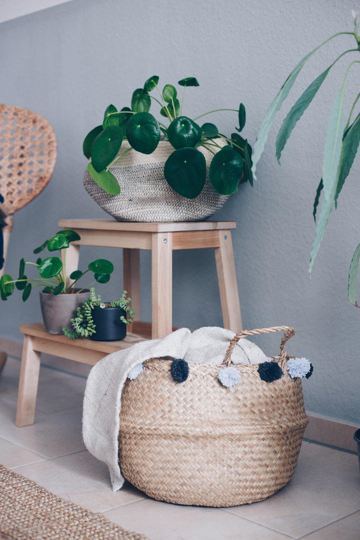 DIY Korb mit Pompoms upcylen - Pompoms mit einer Gabel selbermachen