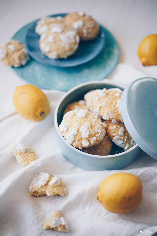 Lemon Crinkle Cookies mit Ingwer backen - einfaches Rezept mit Zitrone
