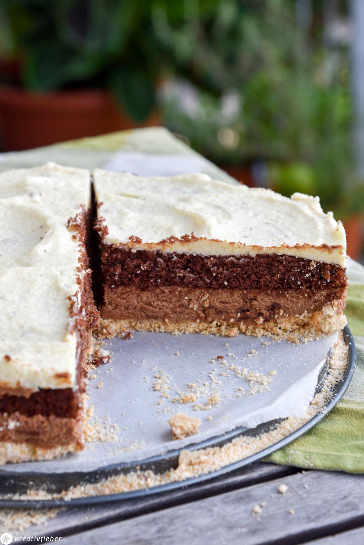 Schokomousse Torte mit Keksboden