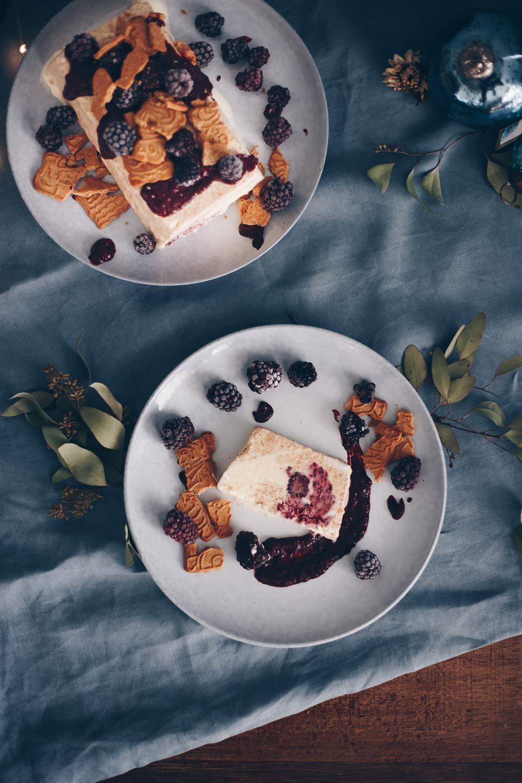 Brombeer-Spekulatius-Parfait mit Mascarpone - Dessertidee für die Festtage - einfach vorzubereiten und schnell gemacht