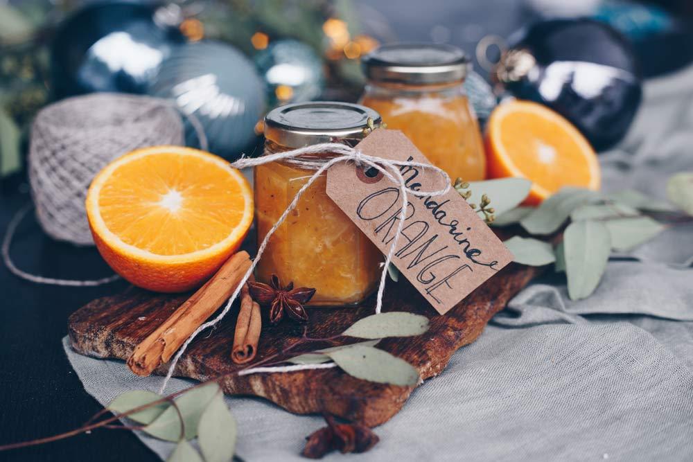 Mandarinen-Orangen-Marmelade mit weihnachtlichen Gewürzen und Amaretto - Geschenke aus der Küche selbermachen - DIY Geschenkidee