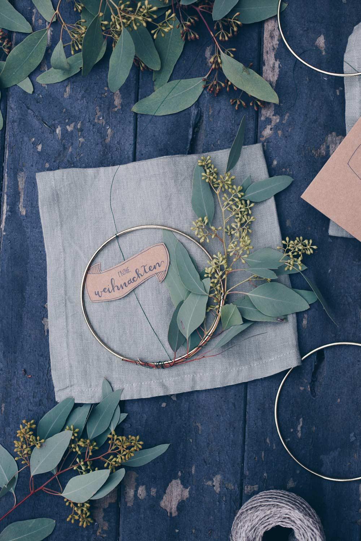 Geschenkidee - Winterkranz mit Eukalyptus mit einem Geschirrtuch verschenken - Geschenke für die beste Freundin