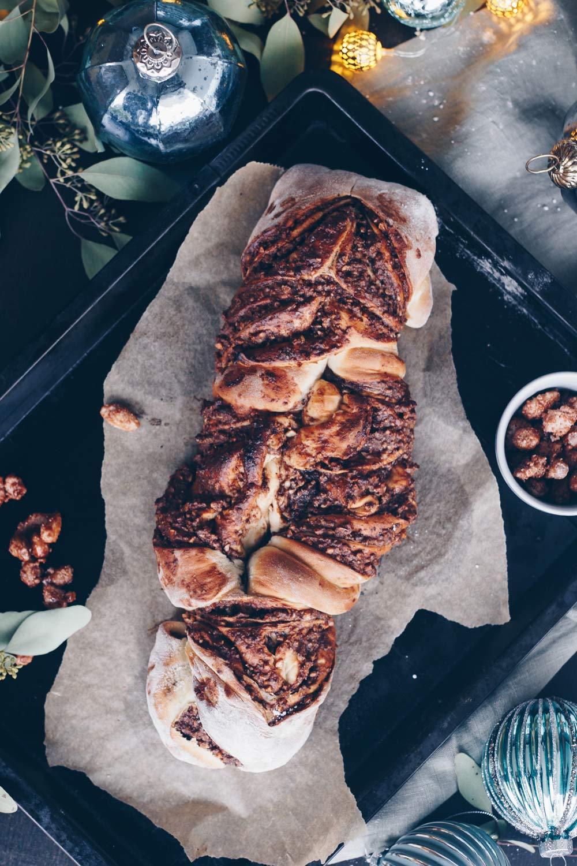 Süßes Nussbrot mit gebrannten Mandeln und Nutella backen - Rezeptideen fürs Weihnachtsfrühstück oder den Adventskaffee