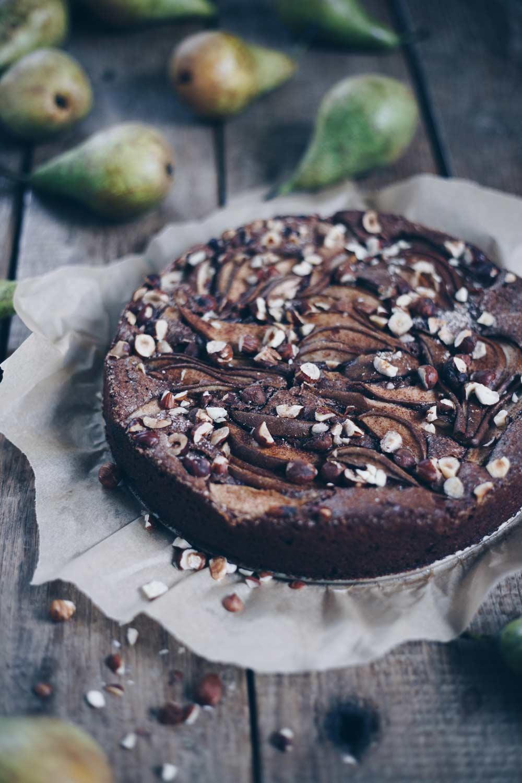 Glutenfreier Schokonusskuchen mit Birnen - einfaches Rezept