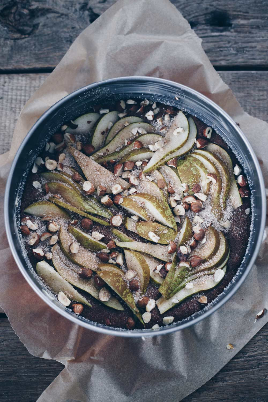 Glutenfreier Schokonusskuchen mit Birnen - vor dem Backen