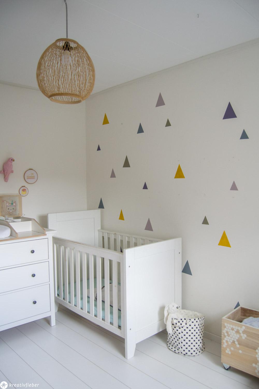 perfekte Dreiecke auf die Wand malen