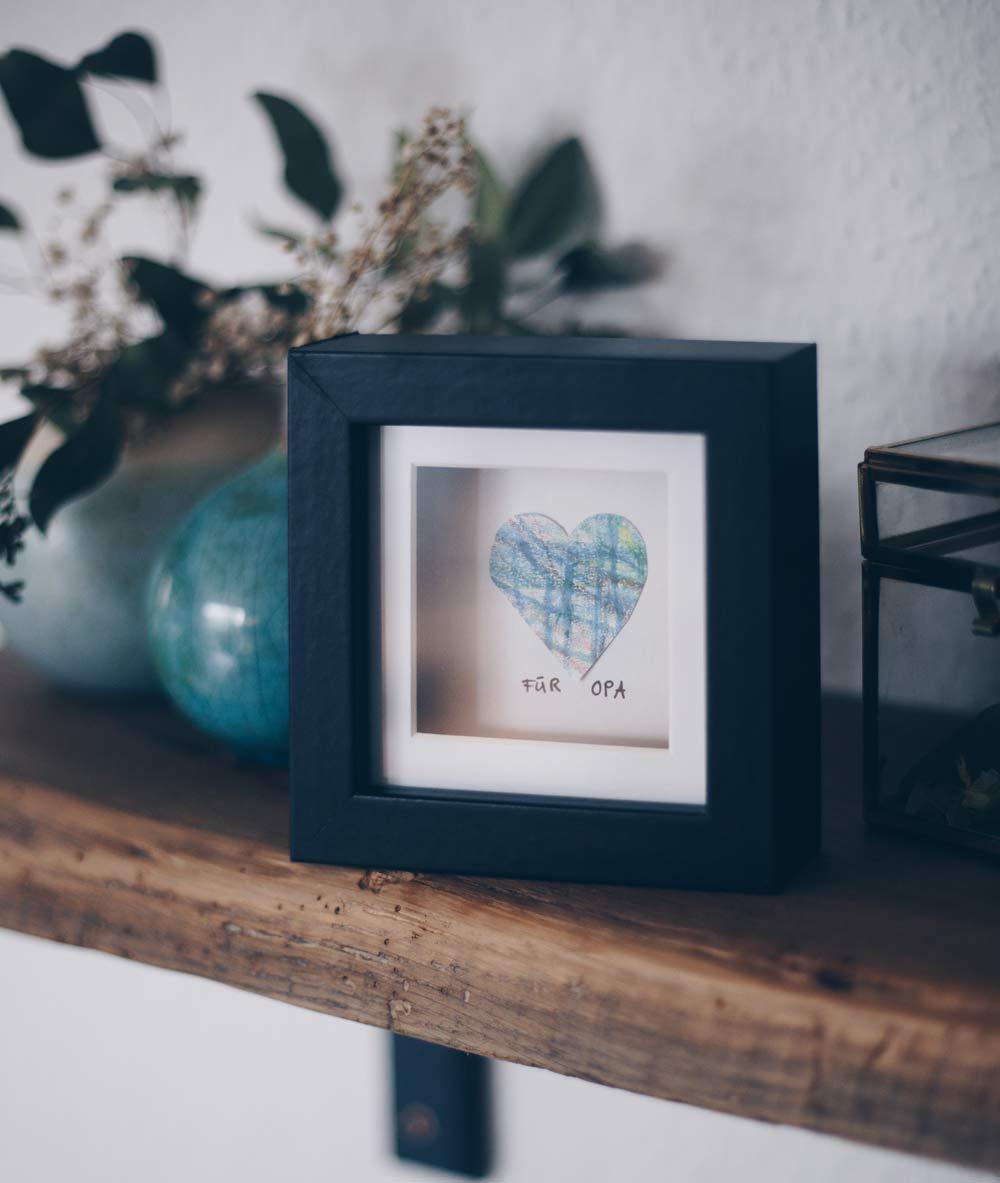 DIY Geschenkidee mit Kinderzeichnung - Geschenke basteln mit Kleinkind für Muttertag, Vatertag, Weihnachten und Co.