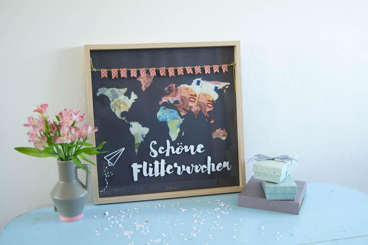 Geldgeschenke für die Hochzeit schön verpacken als Weltkartenbild Weltkartenposter