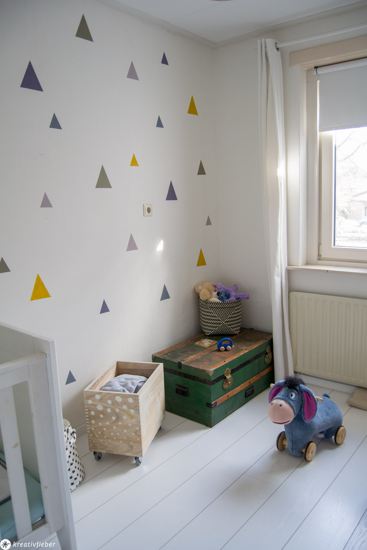 Kinderzimmer Wand bunte Dreiecke