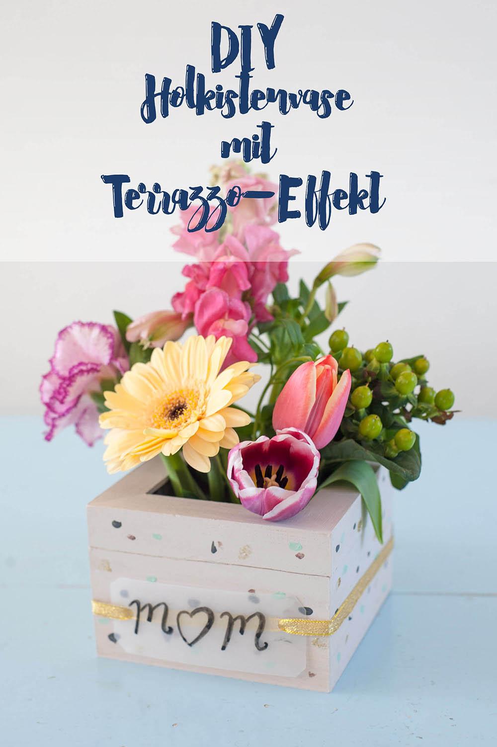 Holzkiste als Blumenvase als Geschenkidee