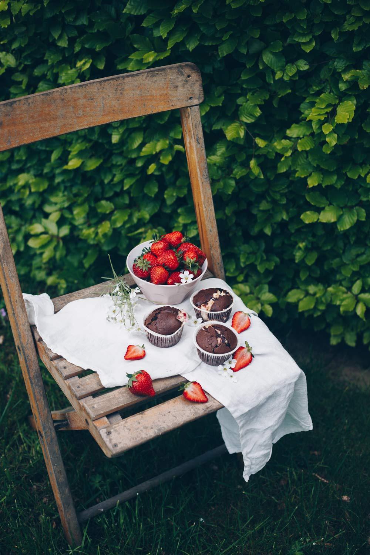 Schokoladenmuffins mit Erdbeer-Cheesecake-Füllung backen - einfaches Muffinrezept