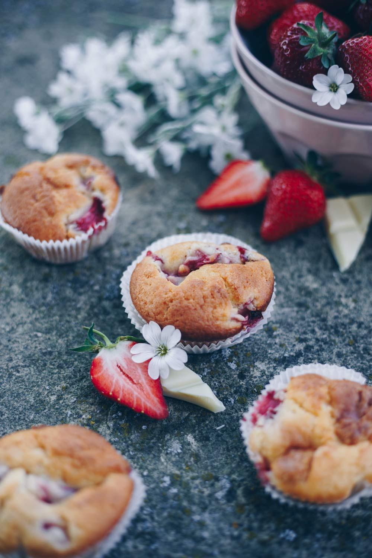 Erdbeermuffins mit weißer Schokolade backen