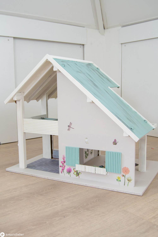 Puppenhaus für Kinder dekorieren