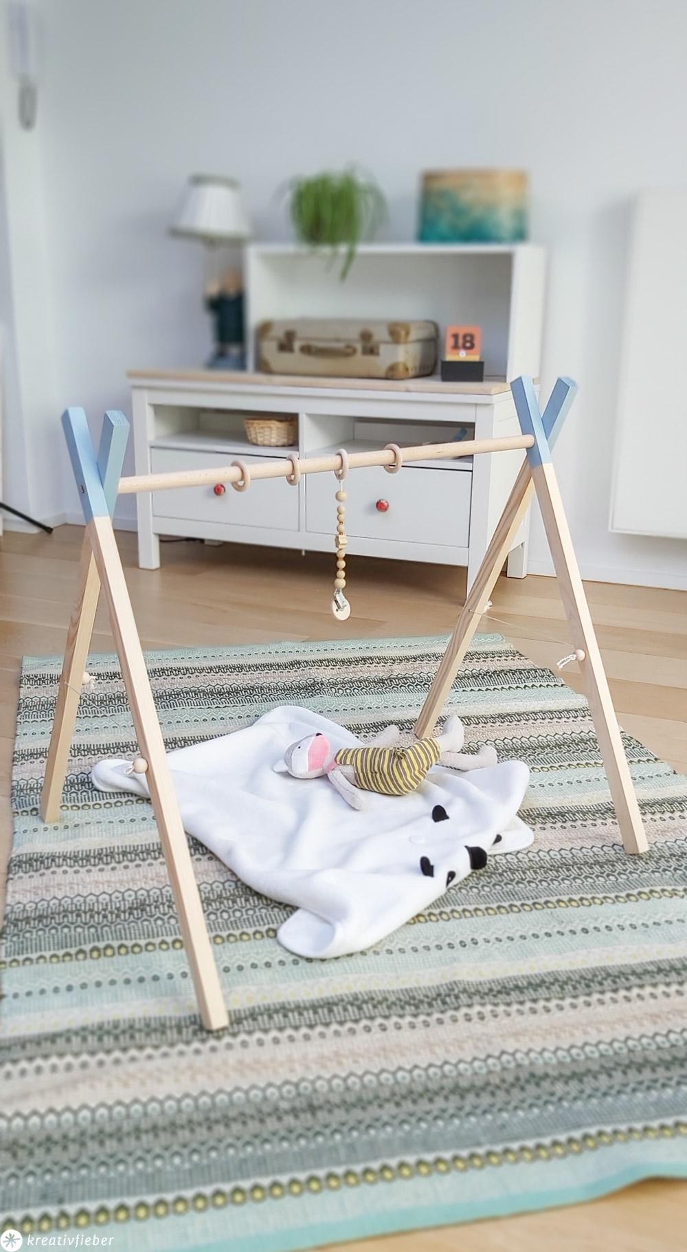 Anleitung Babygym bauen Spielbogen DIY