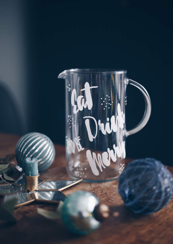 DIY Handlettering auf Glaskaraffe selbermachen mit Kreidemarker für Partys