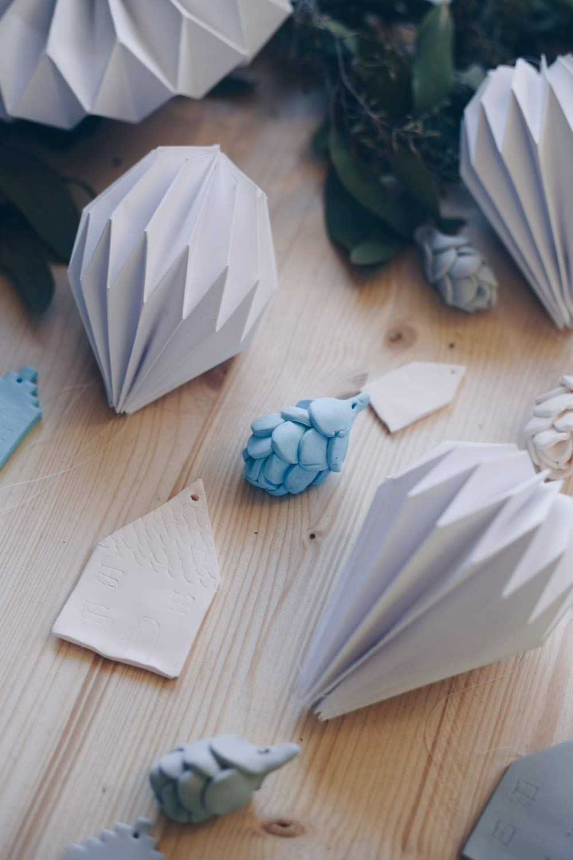 DIY Weihnachtsbaumanhänger aus Fimo selbermachen - Tannenzapfen oder Hopfen aus Fimo machen