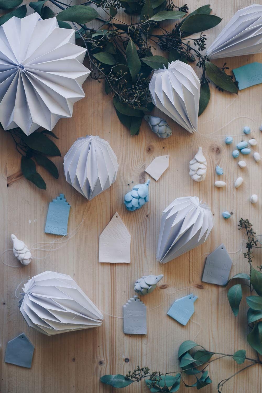DIY Plissee Anhänger falten mit Schritt für Schritt Videoanleitung - Weihnachtsbaumanhänger aus Papier selbermachen - Stern, Diamant und Glockenform
