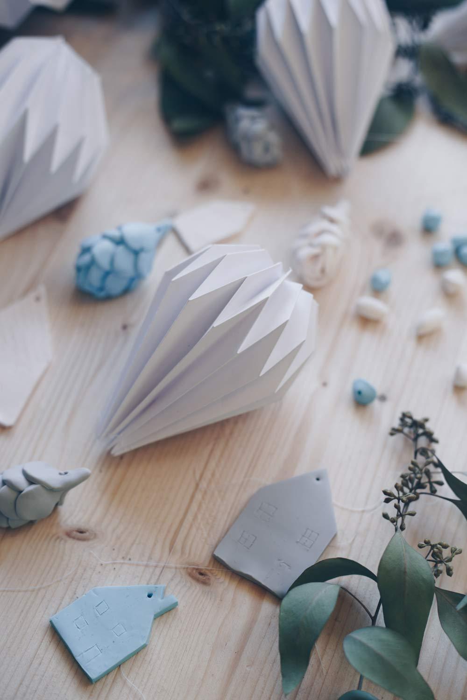 DIY Plissee Anhänger falten mit Schritt für Schritt Videoanleitung - Weihnachtsbaumanhänger aus Papier selbermachen