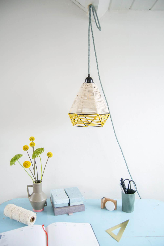 DIY Hängelampe mit umwickelten Kordeln