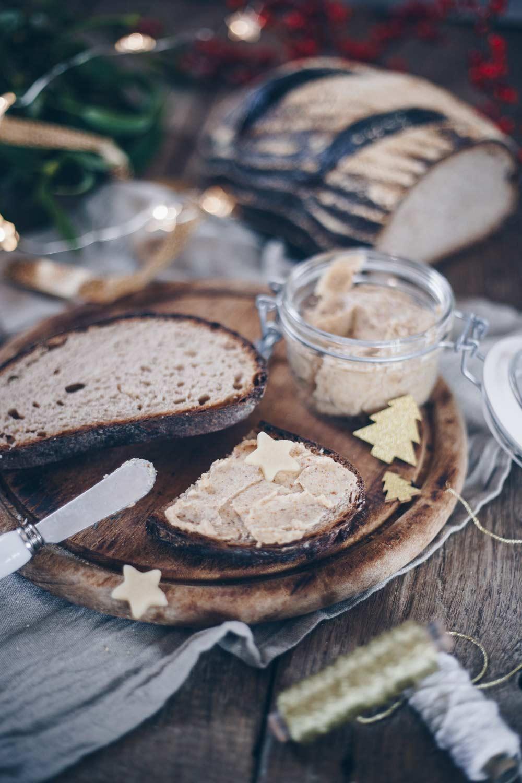 Mandel-Honig-Butter selbermachen - einfaches Rezept für den Weihnachtsbrunch