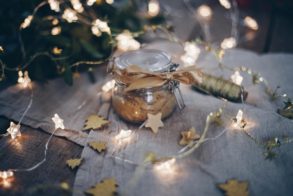 Marzipanaufstrich mit Datteln und Zimt - Geschenk aus der Küche - lecker zum Weihnachtsbrunch