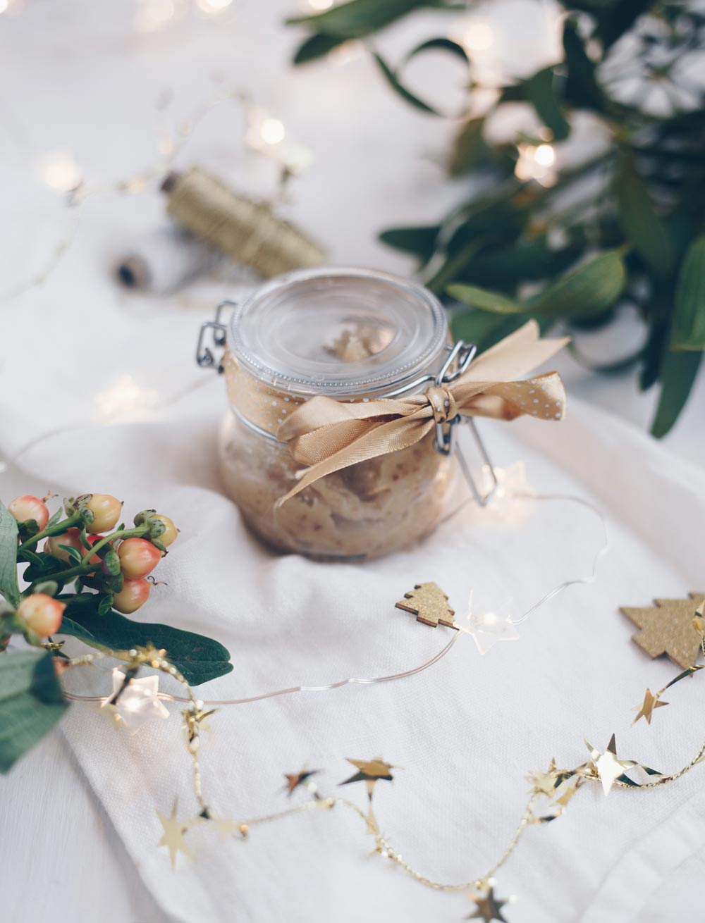 Marzipanaufstrich mit Datteln und Zimt - Geschenk aus der Küche - lecker zum Weihnachtsfrühstück
