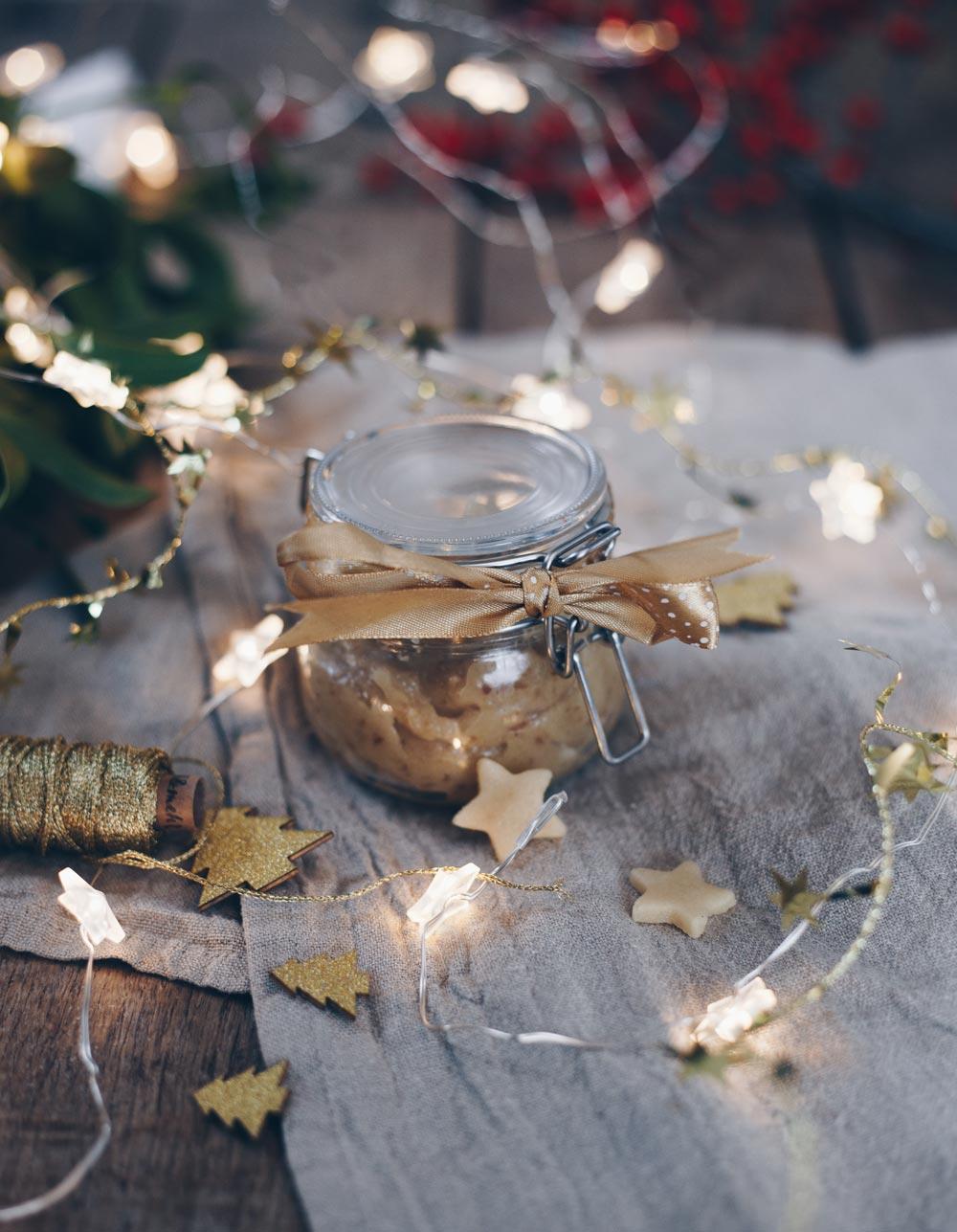 Marzipanaufstrich mit Datteln und Zimt - Geschenkidee aus der Küche - lecker zum Weihnachtsbrunch