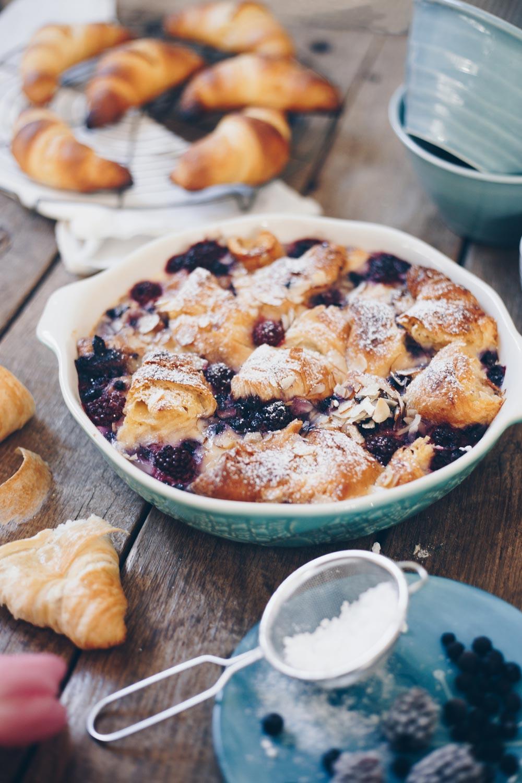 Croissant Auflauf mit Beeren selbermachen - Frühstück oder Brunch Rezept