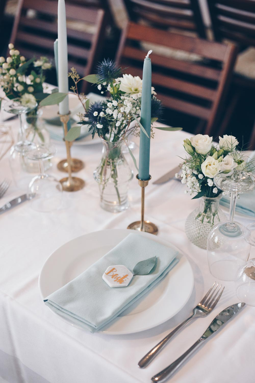 Hochzeitsdeko Inspiration DIY Scheunenhochzeit mit Eukalyptus und Gold