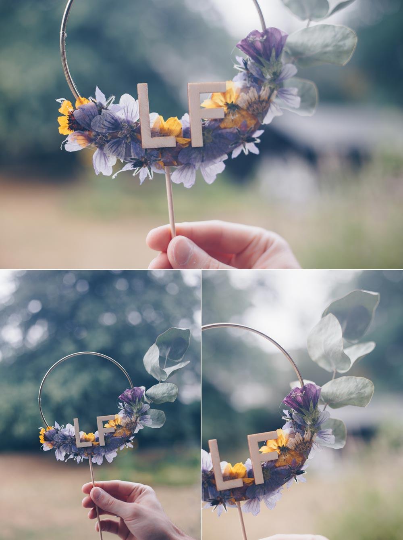 DIY Caketopper mit gepressten Blüten selbermachen - DIY Hochzeit mit Trockenblumen