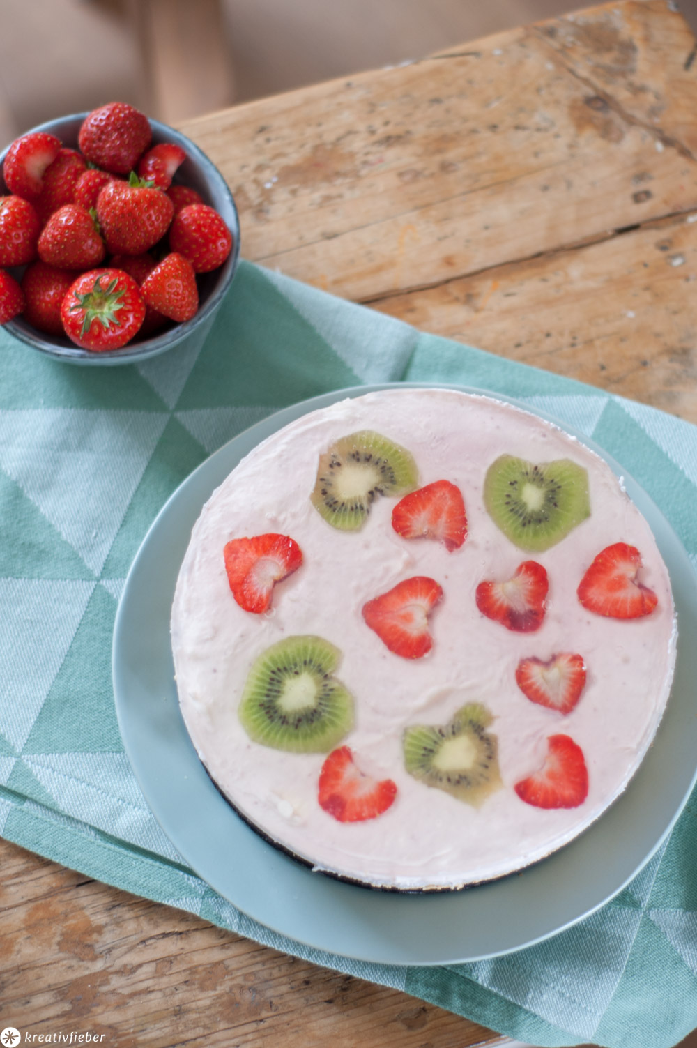 Joghurt Erdbeeren Torte mit Kiwis