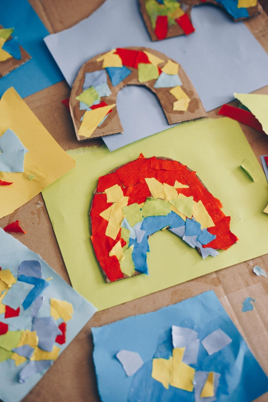 DIY Schnipsel-Regenbogen - Basteln mit Kindern