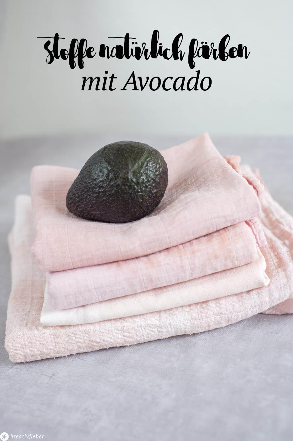 Mit Avocados Stoffe färben
