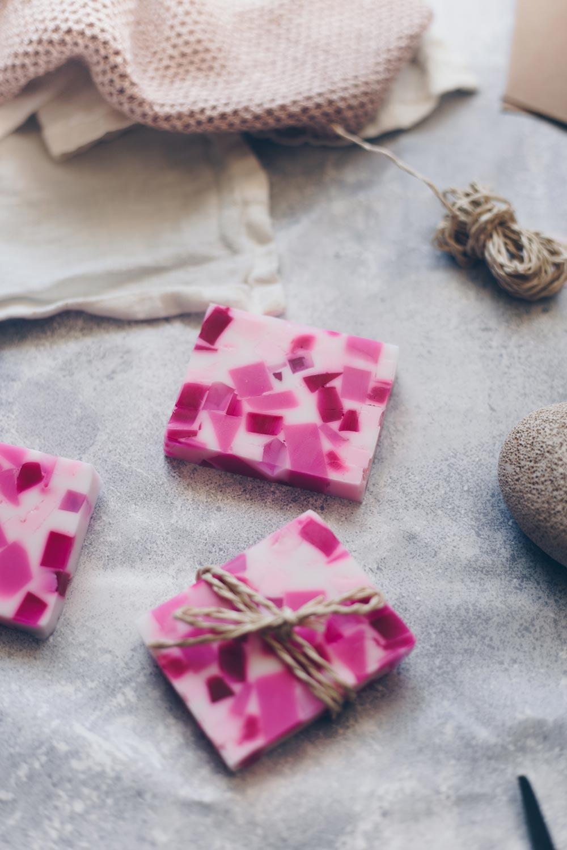 DIY Terrazzoseife selbermachen - einfache DIY Geschenkidee für die beste Freundin