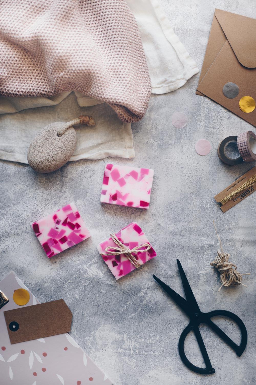 DIY Terrazzoseife selbermachen - einfache DIY Geschenkidee