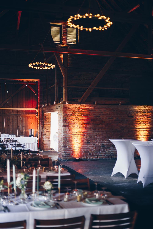 Simple Kronleuchter selbermachen - für eine DIY Hochzeit mit Fernbedienung Scheunenhochzeit